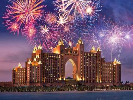Нова година в Дубай сред ЗЛАТЕН БЛЯСЪК И ПУСТИННО ОЧАРОВАНИЕ
